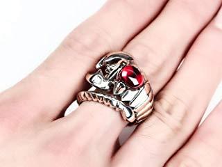 anillo dorado con gema roja escorpión